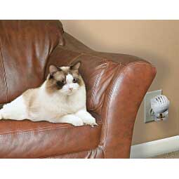 Comfort Zone Plug-In Diffuser with Feliway for Kittens & Cats Item # 29553